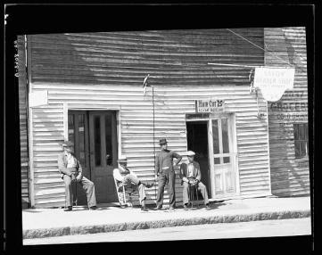 Vicksburg Negroes and shop front. Mississippi - unpublished